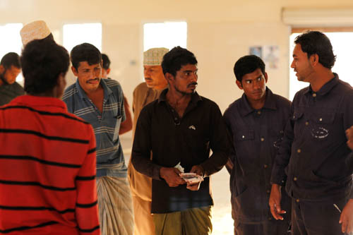 15-Oman-warehouse-fishermen-paid-LaurentyPeter2017_