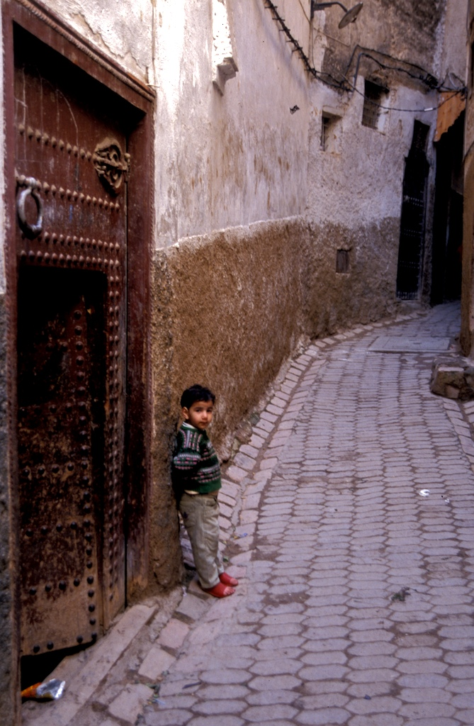 Morocco-fez - boy by door