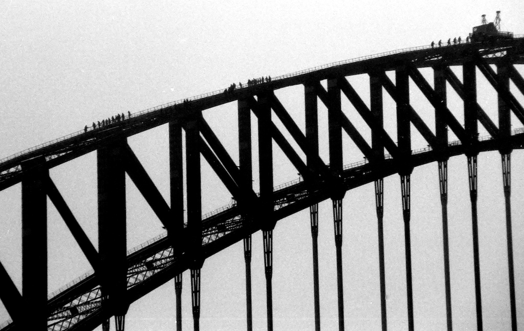 Sydney- Bridge-people2 BW50